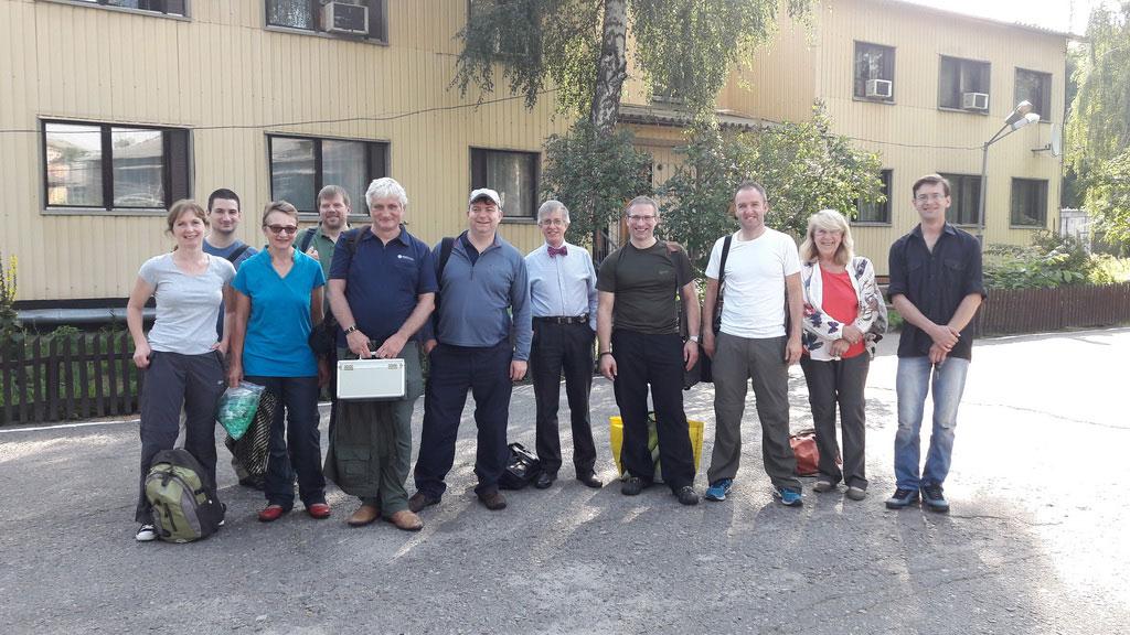 Команда британских и украинских специалистов в начале экспедиционной работы