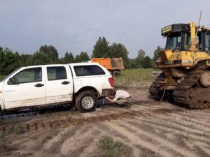Эвакуация машины из болота