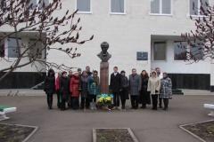 Пам'ятник Тарасові Шевченку біля школи мистецтв