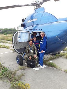 Екіпаж гелікоптера МІ-2 готовий до аерогаммазнімання/The crew of helicopter MI-2 is ready for airborne gamma survey